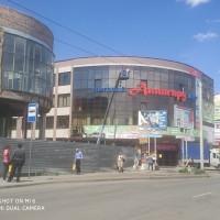 мойка окон и фасада здания ТК Авангард в Омске